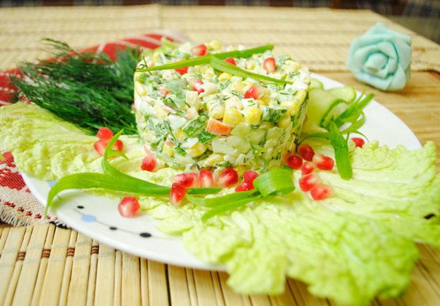 крабовый салат с кукурузой простой рецепт