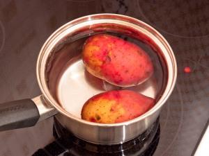 Картошку сварить до полного приготовления. Оставим, чтобы он остыл.