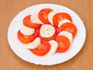 По вашему вкусу добавляем соль, перец. Добавить для заправки масла.