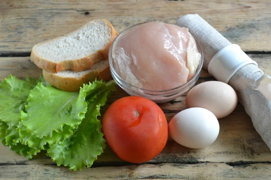 В первую очередь, сразу приготовим все продукты. Заранее нужно сварить яйца (вкрутую) и остудить.