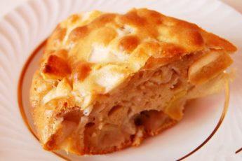 Шарлотка с яблоками - на сковороде