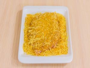 Следом обвалять в сыре с панировочными сухарями.