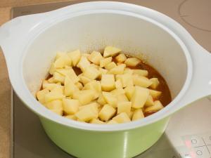 Закладываем картошку.