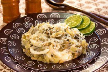 Салат из кальмаров с грибами и фунчозой