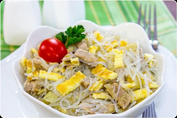Салат со свининой и фунчозой