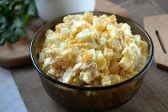 Салат из грудинки с сыром