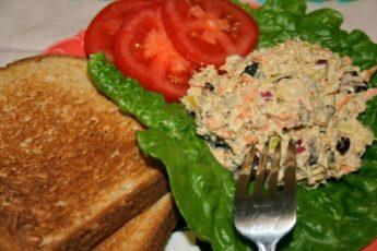 Салат с тунцом и шампиньонами