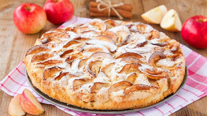 Секреты приготовления вкусной шарлотки с яблоками.