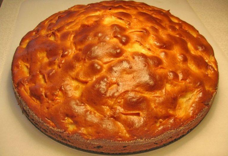 Пышный пирог с вареньем в духовке