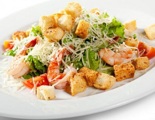 """Салат Цезарь - самые лучшие и правильные рецепты, ингредиенты. Как готовить соус (заправку) к салату """"Цезарь""""."""