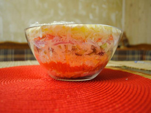 Салат «Царский» с семгой — 4 рецепта с красной икрой