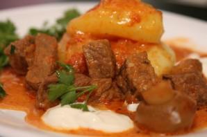 Гуляш из вареной говядины - Рецепт вкусного гуляша