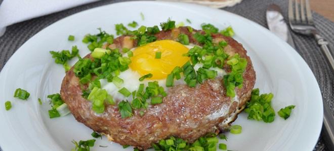 Шницель из фарша с яйцом – рецепт