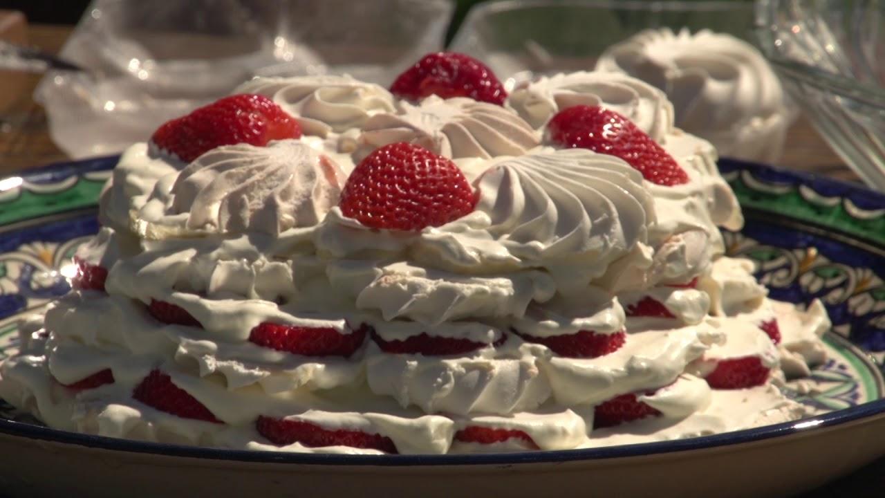 Рецепт торта из зефира с клубникой без выпечки