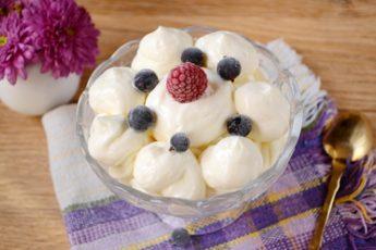Творожно-сметанный крем: самостоятельное блюдо и украшение выпечки. Пошаговый авторский фото-рецепт крема из сметаны и творога