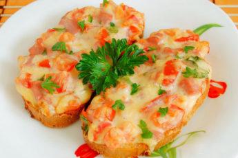 Горячие бутерброды с помидорами в духовке