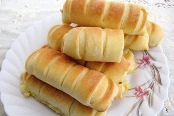 Несладкие булочки с соленым плавленным сыр