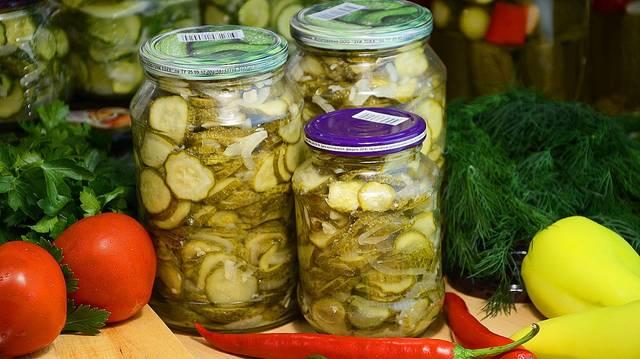 Салат из огурцов на зиму, с луком и острым перцем