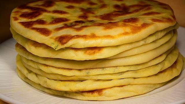 Лепешки с картошкой из сырного теста (на сухой сковороде)