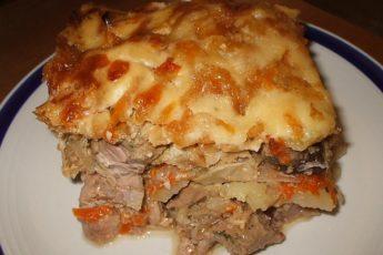 Запеченное мясо с овощами и грибами в духовке