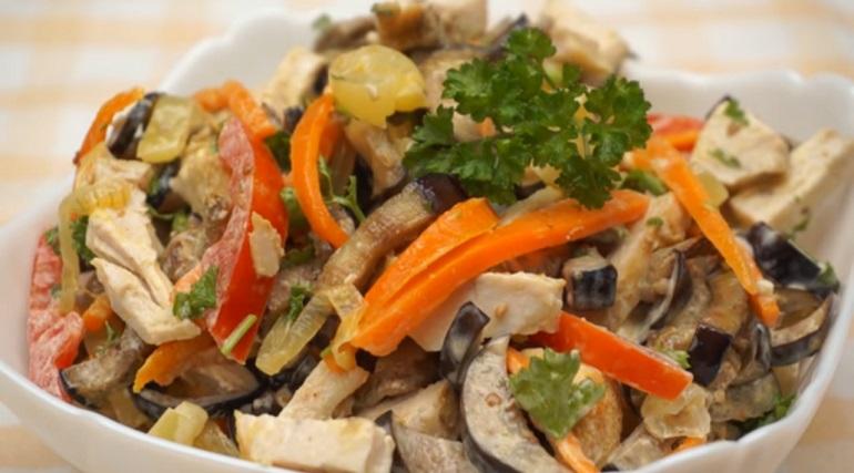 Салат из баклажанов с курицей