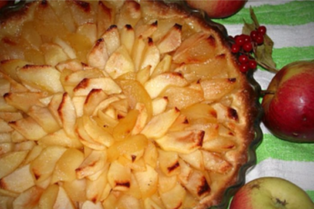 Жду осени, чтобы снова побаловать семью песочным пирогом с яблоками в карамели!