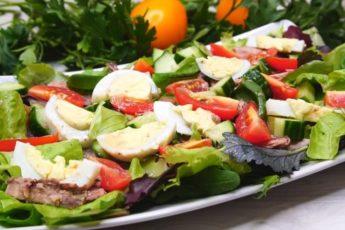 Салат из тунца с огурцом