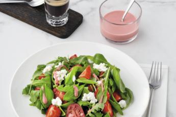 Какие салаты приготовить на праздник: 3 легких новогодних рецепта от «Савушкин продукт»