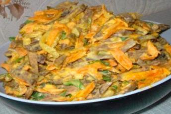 Печеночный салатик с морковью и луком
