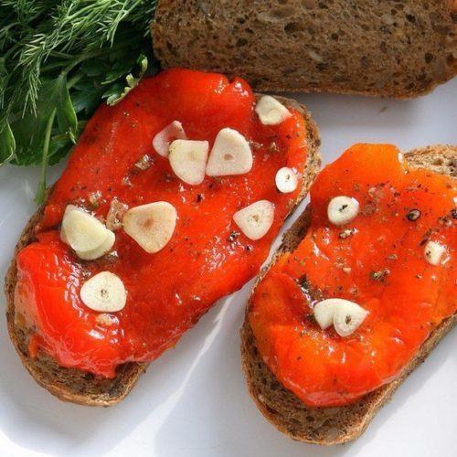 Маринованные печенные перцы с чесноком — лучшая закуска осени!