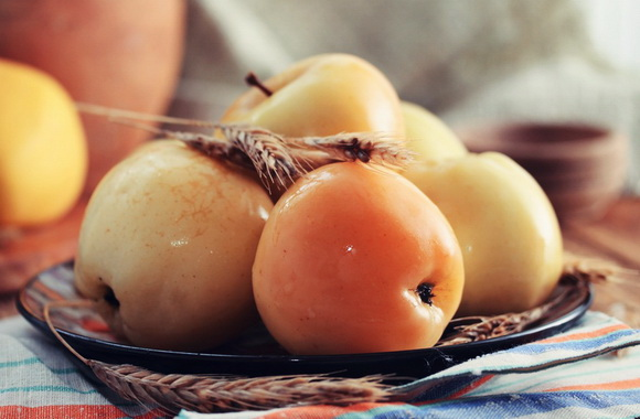 Моченые яблоки с ржаной мукой