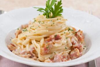 Спагетти с беконом. 5 лучших рецепта с пошаговым приготовлением