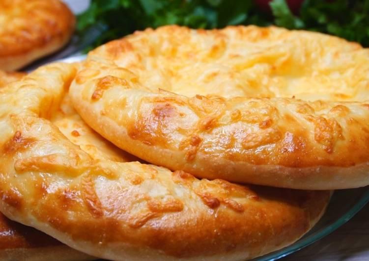 Лепешки с сыром. (Хачапури по-мегрельски). Рецепт очень хороший, проверенный и легкий