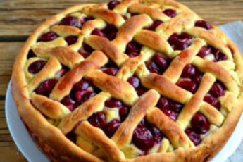 Самый простой рецепт ягодного пирога на кефире