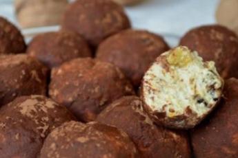 Творожные конфеты с орехами и черносливом