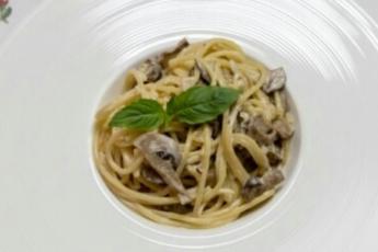спагетти с грибами и белым вином