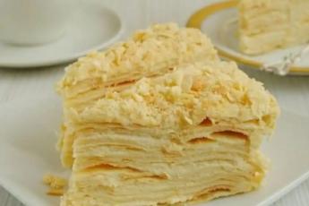 Торт Наполеон из быстрого слоеного теста на сметане