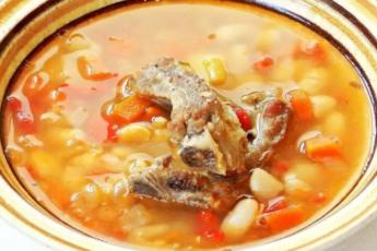 фасолевый суп на свиных ребрышках