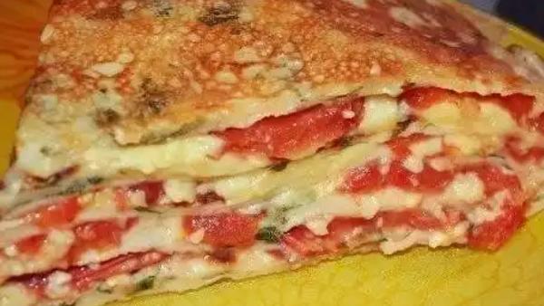Блинный торт с помидорами и грибами