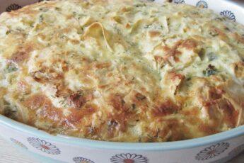 Рваный пирог из лаваша с сыром и зеленью