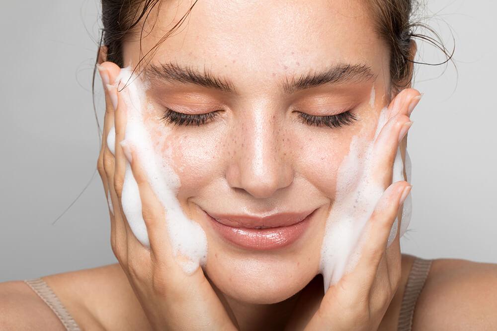 Ночной уход за кожей лица: 5 бьюти-советов от косметолога