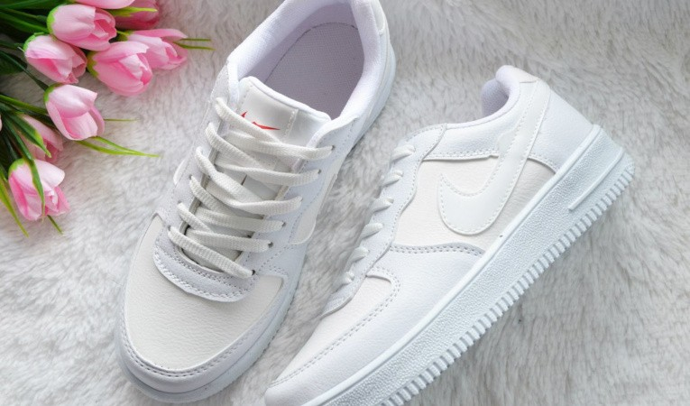 Ваши белые кроссовки будут выглядеть, как новые! 7 действенных средств для чистки обуви