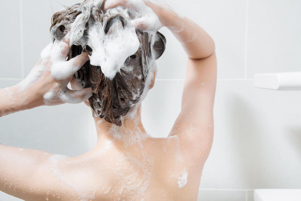 Вы всю жизнь мыли голову неправильно! Вот как сохранить волосы чистыми и пышными надолго