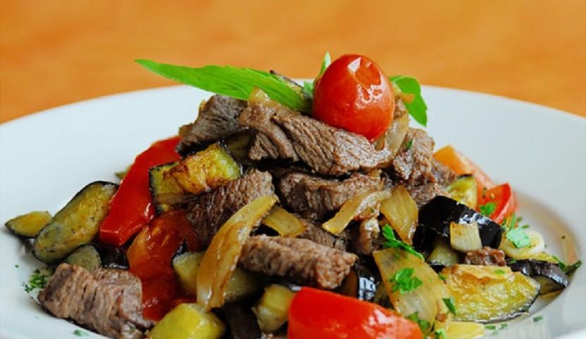 Как приготовить мясо с овощами?