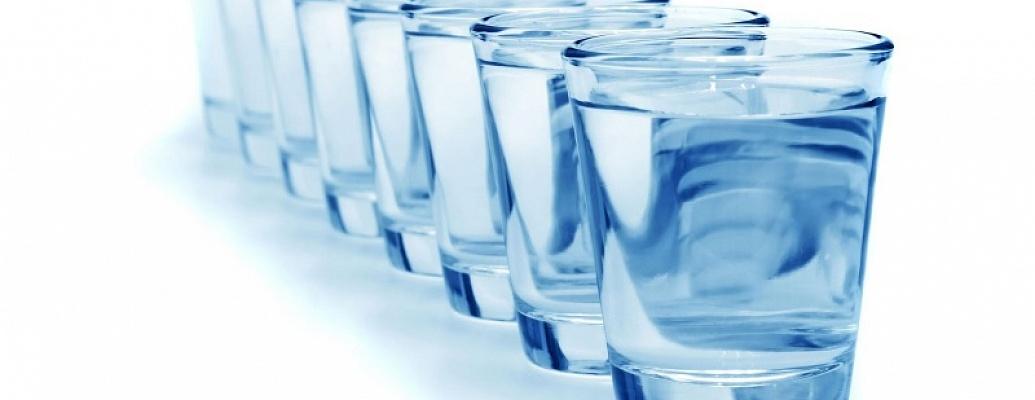 Вредно ли пить воду во время еды