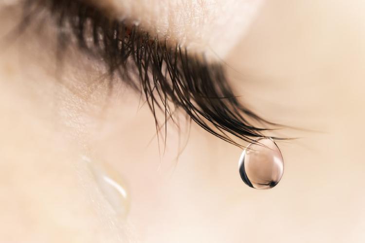 Почему мы плачем и откуда берутся слёзы