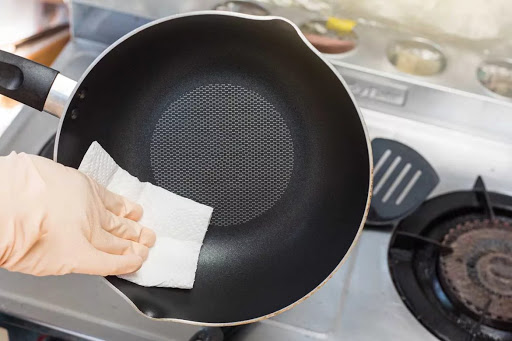 Суперочиститель для сковородок и противней. Через 10 минут будут — как из магазина!